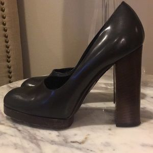 Black Gucci Pump